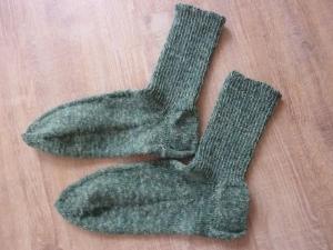 Socken handgestrickt aus Schurwolle in grün kaufen ~ Strümpfe ~ Kuschelsocken für warme Füße  - Handarbeit kaufen