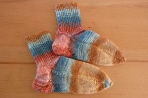 Handgestrickte Kindersocken aus Schurwolle und Viskose, bunt gestreift kaufen~ Söckchen ~ Kuschelsöckchen für warme Füße     - Handarbeit kaufen