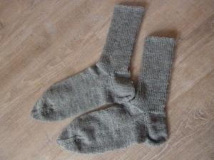 Socken, handgestrickt aus Schurwolle in grau kaufen~ Strümpfe ~ Kuschelsocken ~ warme Füße in XXL
