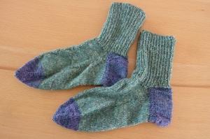 Socken ~ Strümpfe handgestrickt aus Schurwolle in grün - blau kaufen~ Kuschelsocken ~ warme Füße  - Handarbeit kaufen