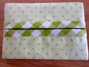 Taschentücher Tasche genäht aus Baumwollstoffen in grün kaufen * TaTüTa* Kosmetiktäschchen ~ griffbereite Taschentücher  - Handarbeit kaufen