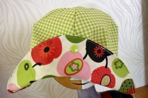 Sonnenhut aus Baumwollstoffen genäht mit Retro-Äpfeln genäht in rot-grün kaufen - Handarbeit kaufen