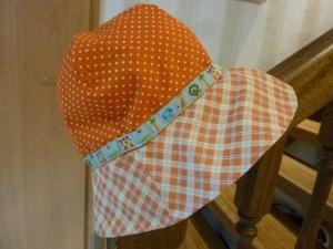 Sonnenhut für Kinder mit Karos und Pünktchen aus Baumwollstoffen in Orange genäht kaufen - Handarbeit kaufen