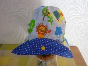 Lustigen Sonnenhut mit Tieren und Bäumen in hellblau aus Baumwollstoffen genäht für Kinder kaufen   - Handarbeit kaufen