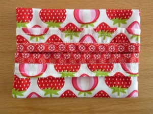 Taschentücher Tasche genäht aus Baumwollstoffen mit Erdbeeren kaufen * TaTüTa* Kosmetiktäschchen ~ griffbereite Taschentücher