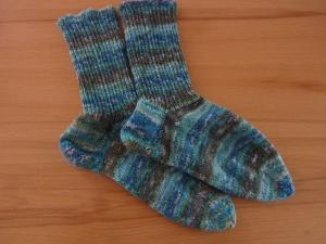 Socken handgestrickt aus Schurwolle kaufen ~ Strümpfe ~ Kuschelsocken ~ warme Füße in Ringelsocken in eisblau - grau, mit Glitzereffekt - Handarbeit kaufen