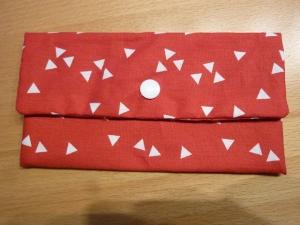 Täschchen bzw. kleines Portemonnaie aus Baumwollstoff in rot-weiß  mit kleinen Dreiecken genäht kaufen
