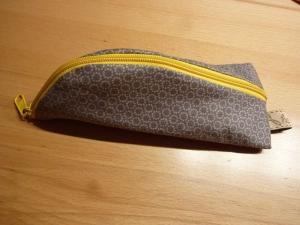Taschen ~ Täschchen ~ Mäppchen ~ Etui ~ Stiftetäschchen, Schminktasche außen braun und innen mit bunten Herzen genäht aus Baumwollstoffen kaufen  - Handarbeit kaufen
