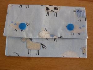 Täschchen bzw. kleines Portemonnaie aus Baumwollstoff genäht in hellblau mit Tieren vom Bauernhof  kaufen   - Handarbeit kaufen