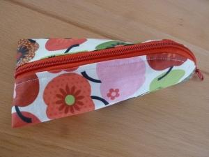 Taschen ~ Täschchen ~ Mäppchen ~ Etui ~ Stiftetäschchen, Schminktäschchen, genäht aus Baumwollstoffen in rot und weiß kaufen  - Handarbeit kaufen