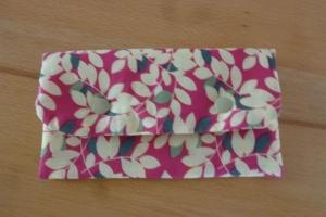 Täschchen bzw. kleines Portemonnaie aus Baumwollstoff in creme und pink mit Blättermuster genäht kaufen     - Handarbeit kaufen