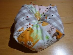 Gr. Nadelkissen aus Baumwollstoffen in orange - weiss genäht kaufen ~~~Geschenk~~~ - Handarbeit kaufen