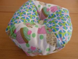 Gr. Nadelkissen aus Baumwollstoffen in hellblau - rosé mit Muffins genäht kaufen ~~~Geschenk~~~   - Handarbeit kaufen