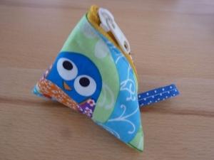 Dreiecktäschchen genäht aus Baumwollstoffen mit bunten Eulen kaufen ~ Portemonnaie für Kinder ~ Stauraum für Kleinigkeiten  - Handarbeit kaufen