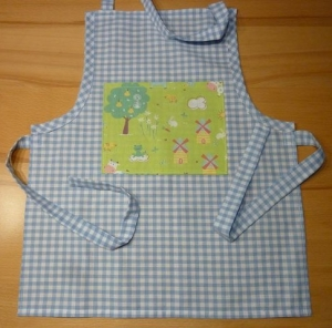Kinderschürze aus Baumwollstoffen in hellblau- weiß kariert genäht mit Bauerngarten kaufen ~ Backschürze ~ Kochschürze ~ Kaufladen ~   - Handarbeit kaufen