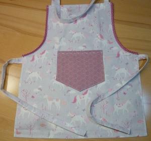 Kinderschürze aus Baumwollstoffen mit Einhörnern in grau - rosa genäht kaufen ~ Backschürze ~ Kochschürze ~ Kaufladen ~