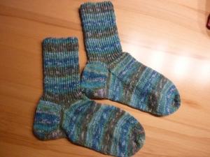 Socken handgestrickt aus Schurwolle in blau-grün geringelt kaufen~ Strümpfe ~ Kuschelsocken ~ warme Füße ! mit Glamour! - Handarbeit kaufen