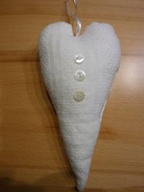 Schneeweißes Dekoherz aus Baumwollstoff genäht kaufen - Handarbeit kaufen
