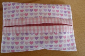 Taschentücher Tasche genäht aus Baumwollstoffen mit Herzen kaufen * TaTüTa* Kosmetiktäschchen ~ griffbereite Taschentücher  - Handarbeit kaufen