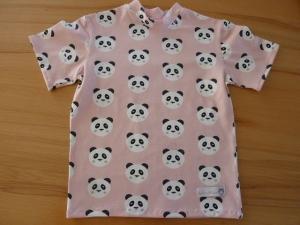 Kindershirt mit kurzem Ärmeln aus Baumwolljersey genäht in rosé, mit Pandagesichtern in schwarz-weiß kaufen  ~*~  - Handarbeit kaufen