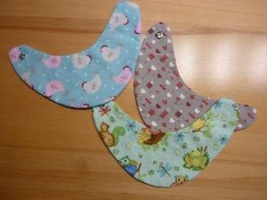 Drei kleine Wendehalstücher für Puppen ~ Lätzchen ~Halstuch ~ Puppenkleidung - Handarbeit kaufen