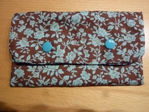 Täschchen bzw. kleines Portemonnaie aus Baumwollstoff in braun und blau mit Rosenmuster genäht kaufen   - Handarbeit kaufen