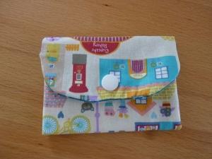 Täschchen bzw. kleines Portemonnaie aus Baumwollstoff mit Stadtansicht und Pünktchen genäht kaufen       - Handarbeit kaufen