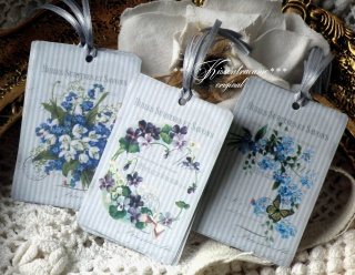 9-er Set Geschenkanhänger / Papieranhänger mit tollen Vintage Blumen Motiven in feinen Blautönen