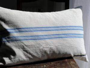 Wunderschöner Kissenbezug / Leinenkissenbezug aus altem Vintage Leinen mit blauen Streifen.