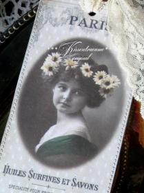 Schönes Lesezeichen -PARIS- im feinem Vintage Stil aus festem Fotokarton mit romantischen Motiv und feiner Spitze.
