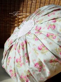 Runder Kissenbezug * Kissenbezug Rosen * Rosenkissen *  in zartem Pastelltönen, aus tollem englischen Rosenstoff & Vintage Applikation.