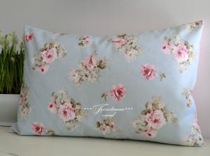 Schöner Kissenbezug in tollen Pastelfarben mit herrlichen Rosenmuster.