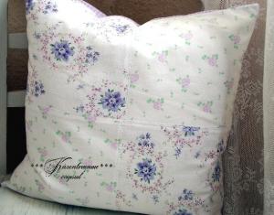 Schöner Kissenbezug in feine Flieder-Violettönen aus tollen Bauernstoffen im Patchwork Stil.