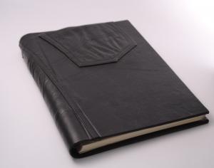 handgebundenes Fotoalbum mit schwarzem Ledereinband