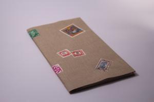 Handgebundenes Briefmarken-Buch mit weichem Gewebe-Einband und Taschen-Seiten