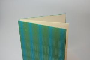 handgebundenes Leporello mit cremefarbenen Fotokarton und Transparentpapier-Cover