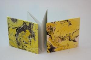 handgebundenes Leporello mit unikatem Marmorpapier bezogen