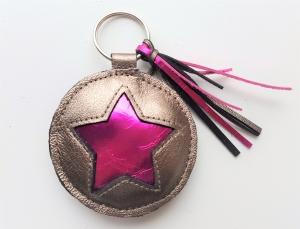 Handgemachter Schlüsselanhänger Star Metallic Leder - ökologisch, mineralisch gegerbt und frei von AZO-Farbstoffen und Konservierungsmittel.