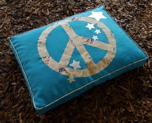 Handgemachtes Hundekissen Stars and Peace - Sofort lieferbar