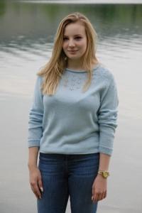 blaue Pullover aus feine Schurwolle mit Lochmuster vorne, Größe 38-40