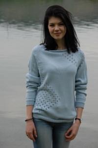 feine, blaue Pullover mit Lochmuster vorne aus Schurwolle, Gr.38-40