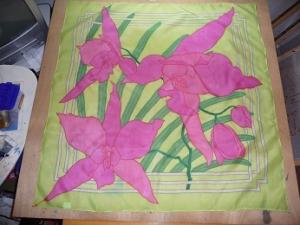 Seidentuch mit pinkfarbenen Orchideen in verschiedenen Größen - Handarbeit kaufen