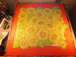 Seidentuch mit vielen verschiedenen großen gelben Sonnenblumen - Handarbeit kaufen