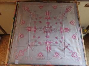 Seidentuch mit einem rosafarbenden orientalischen Muster - Handarbeit kaufen