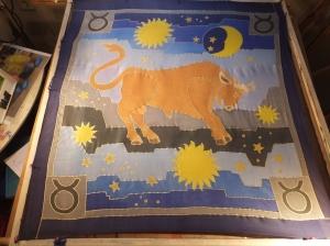Seidentuch mit einem großen wilden Sternzeichen Stier - Handarbeit kaufen