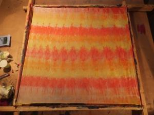 Seidentuch mit  gelb, orange und roten Streifen - Handarbeit kaufen