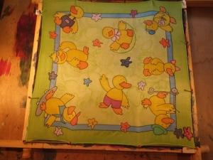 Seidentuch mit vielen lustigen gelben kleinen Enten / Ducks - Handarbeit kaufen
