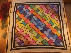 Seidentuch mit einem symetrischen Muster in verschiedenen Farben - Handarbeit kaufen