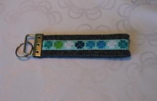 Schlüsselanhänger aus Filz - Kleeblätter auf weiß