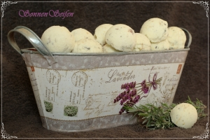2 Stück Badebombe Lavendel  Badekugel Bathcreamer Lavendelbadekugel mit Lavendelblüten